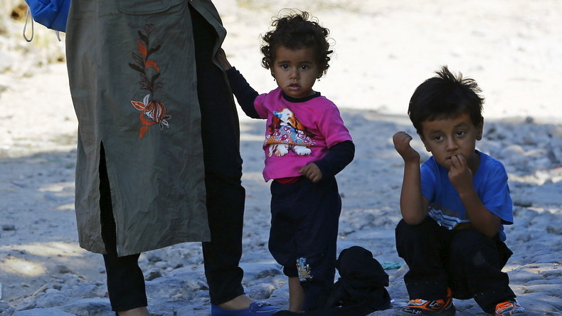 Des migrants syriens attendent d'embarquer pour la Grèce