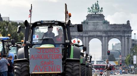 Des agriculteurs venus de toute l'Europe ont manifesté devant la Commission européenne, à Bruxelles, lundi 7 septembre.