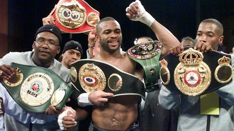 Roy Jones Jr. (au centre de l'image)