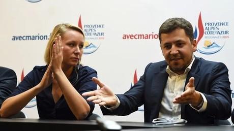 L'ancien président des Jeunes Actifs des Républicains Franck Allisio (D) et Marion Maréchal-Le Pen (G)
