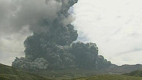 Eruption au Japon : le plus grand volcan de l'archipel crache poussières et fumées (PHOTOS, VIDEO)