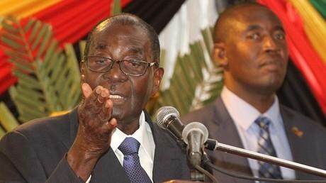 Robert Mugabe se trompe de discours devant le parlement zimbabwéen