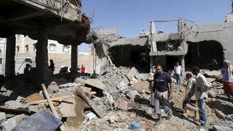 Yémen : des raids aériens saoudiens tuent 20 civils dans un hôtel à Sanaa