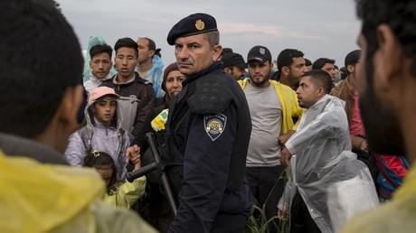 EN DIRECT : Interpelée par l'UE, la Croatie annonce qu'elle va rouvrir sa frontière avec la Serbie