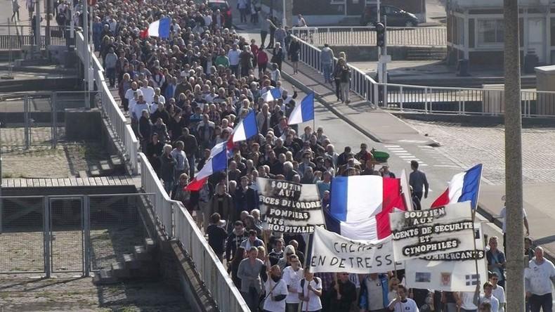 Cortège des Calaisiens en Colère