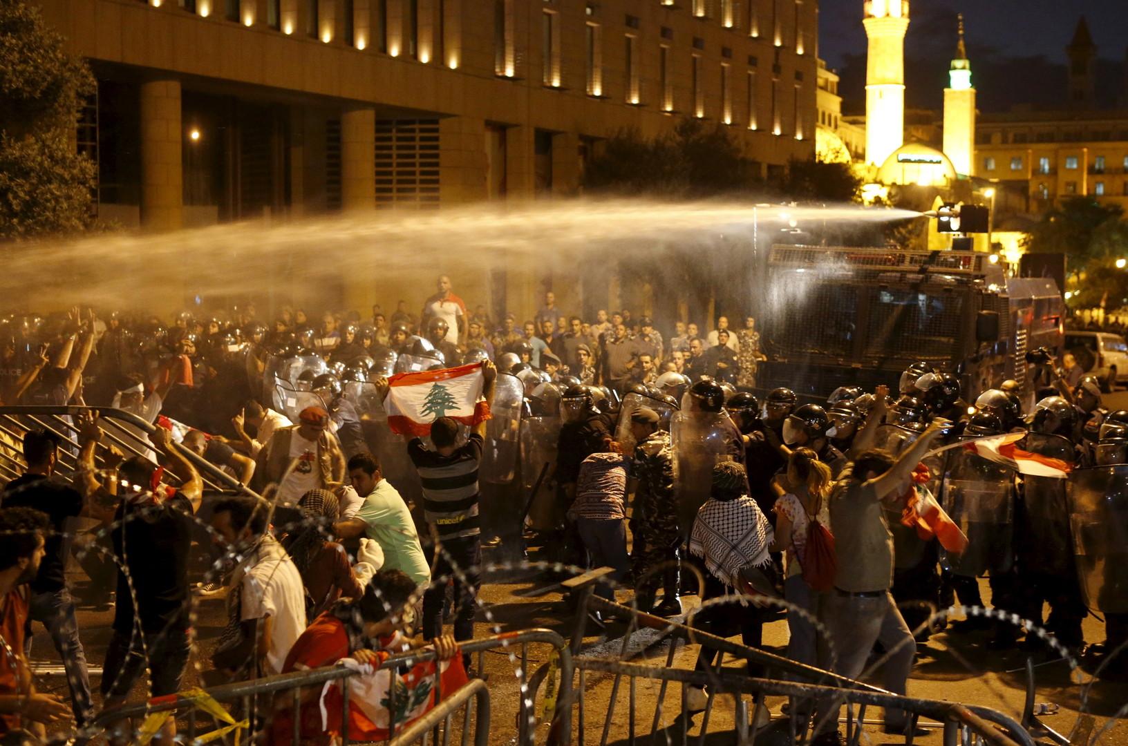 Canon à eau en action contre des manifestants libanais