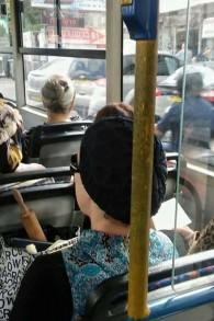 Tabasco, parapluie, bâtons à selfies... en Israël, on s'arme comme on peut contre les attaques