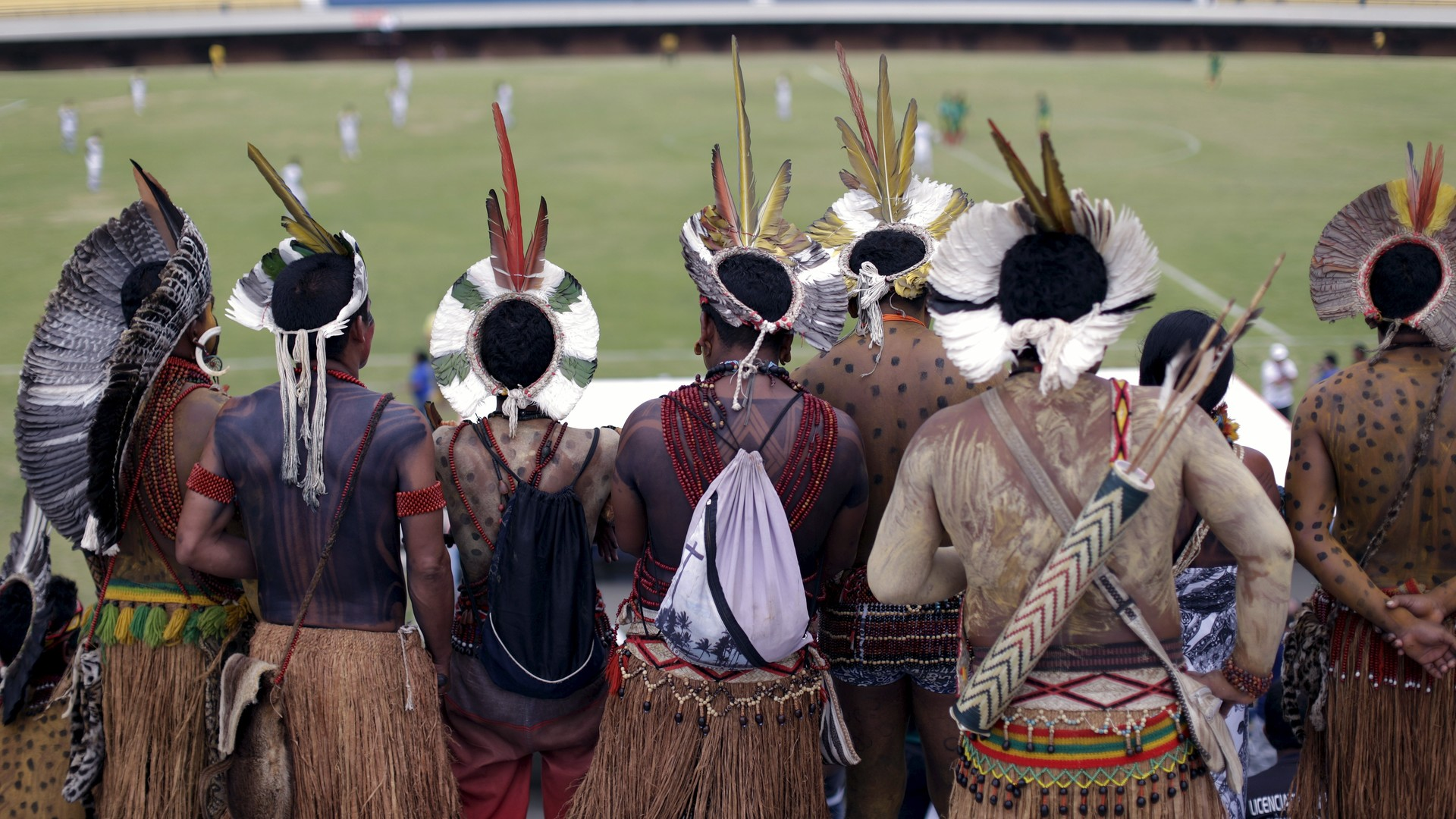 Des autochtones de la tribu Pataxo se mesurent au football contre la tribu Xerente