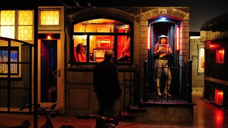 A Amsterdam, «parler une langue commune» est nécessaire à la location de vitrines à des prostituées