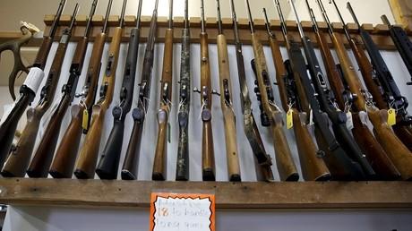 Des armes en vente libre au  Roseburg Gun Shop, à Roseburg, Oregon, lieu d'un fusillade tragique.