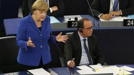 Angela Merkel aux côtés de François Hollande au Parlement européen de Strasbourg.