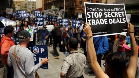 Malgré de nombreuses manifestations, l'accord TPP validé par principe par 12 pays n'a toujours pas été révélé.