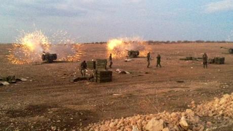 L'armée syrienne bombarde les positions de Daesh au nord de Hama