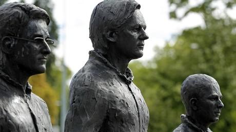Les sculptures de Chalsea Manning, Julian Assange et Edward Snowden, oeuvre du sculpteur italien Davide Dormino, Genève