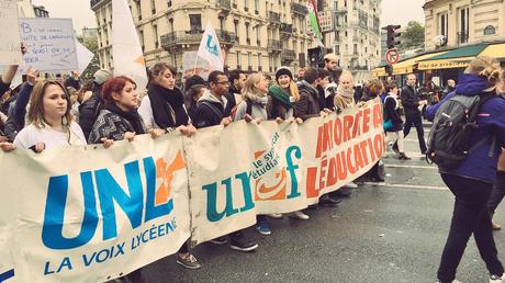 Les étudiants étaient rassemblés en grand nombre dans la capitale cet après-midi pour protester contre un budget trop bas et des amphis surpeuplés.