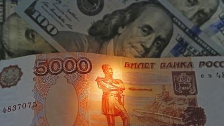 Le rouble se renforce sur fond de hausse des prix du pétrole brut