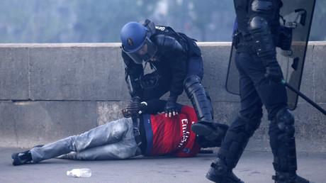 Un supporter parisien maîtrisé par les forces de l'ordre