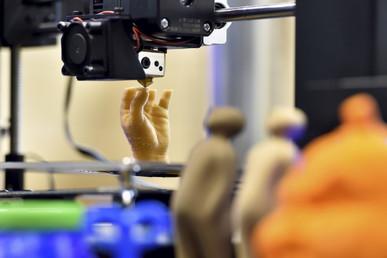 Une main créée à partir d'une imprimante 3D