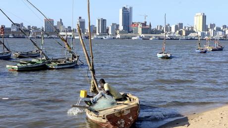 Un pecheur à Maputo (Mozambique)