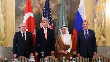 Les ministres turc, américain, saoudien et russe des Affaires étrangères à Vienne, le 23 octobre 2015