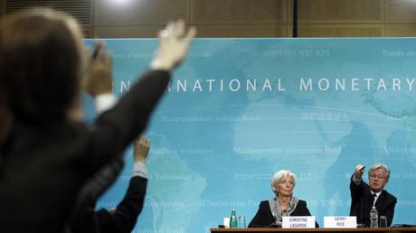 Gerry Rice, à droite de Christine Lagarde, a fait une annonce qui risque de faire parler. Changer les règles du FMI, ce n'est pas rien.