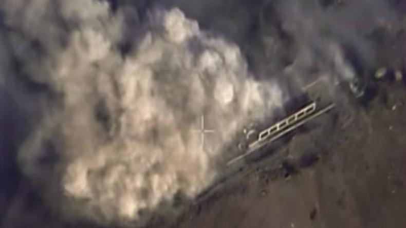 Un Su-24 effectue une frappe sur un atelier de munitions à Alep, le 2 novembre