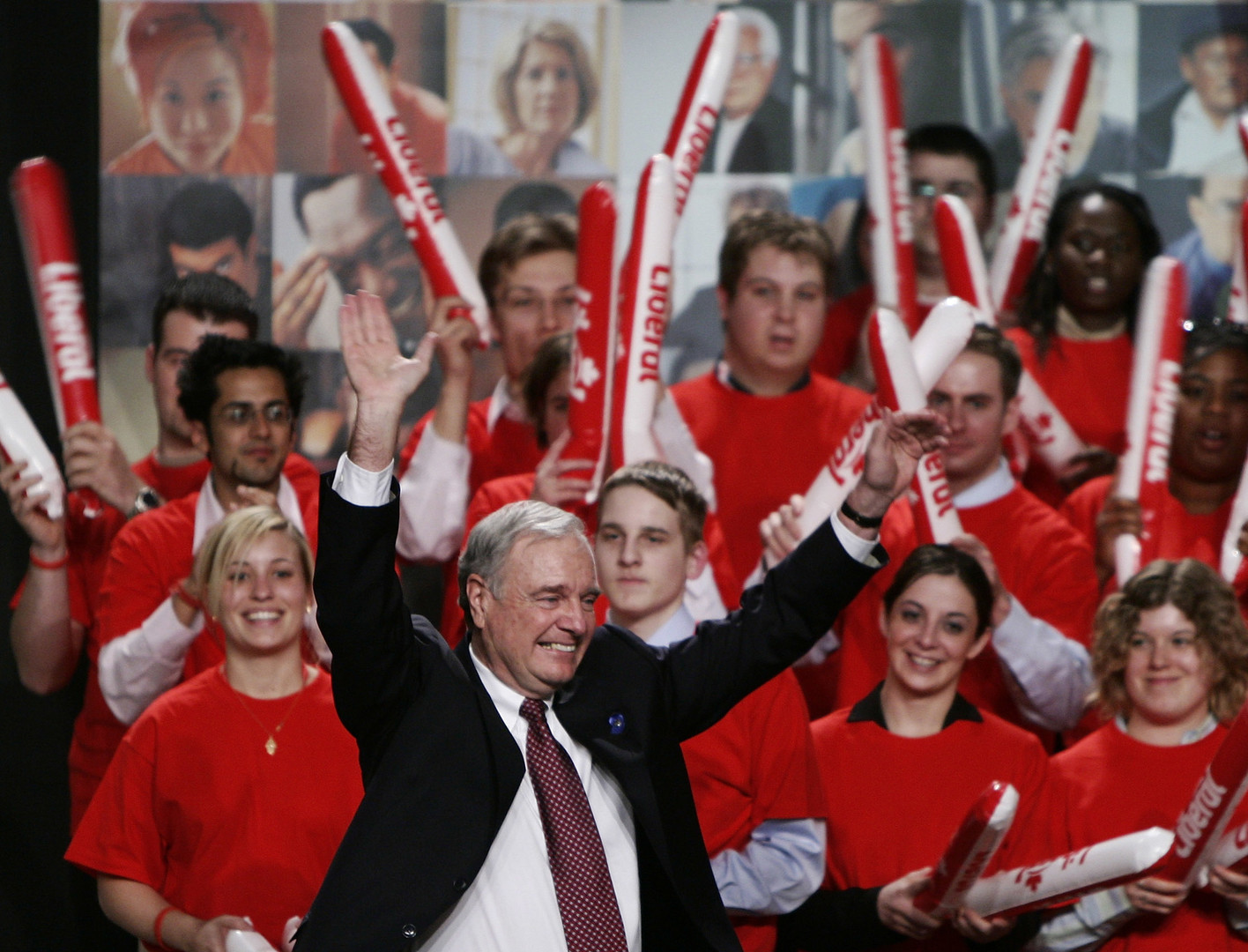 Les sondages n'avaient pas prévu la large victoire du Premier ministre Paul Martin à l'époque.