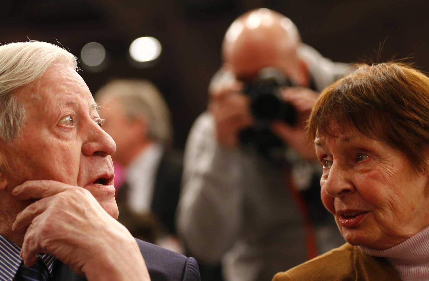 Cigarettes, amour et déclarations choc, l'héritage d'Helmut Schmidt, ex-chancelier allemand