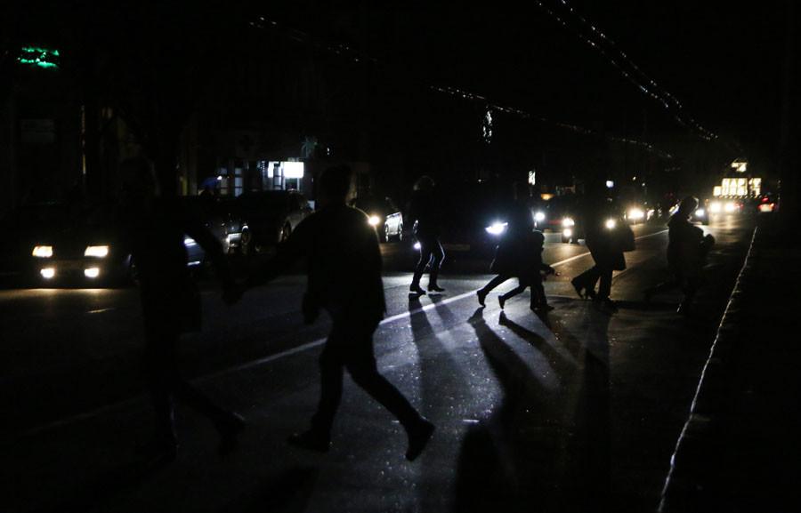Au moins 1,7 million de Criméens sans électricité (PHOTOS)