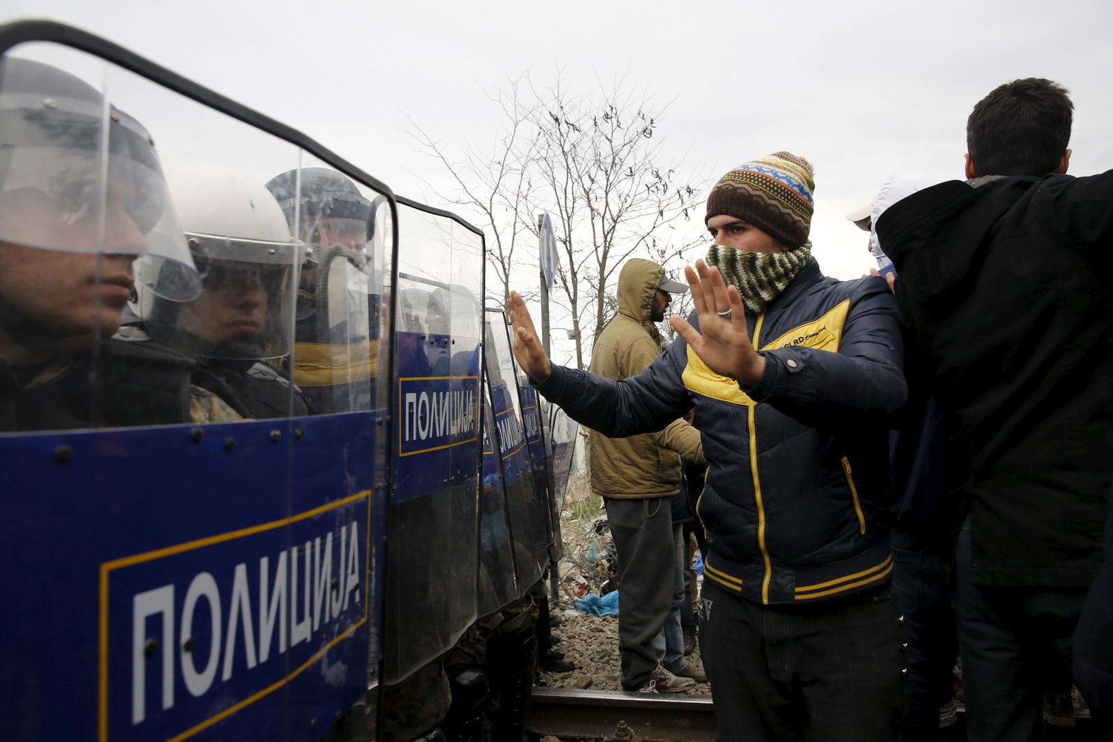 Des heurts sur fond de construction d'une barrière à la frontière gréco-macédonienne (PHOTOS)