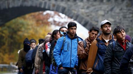 Des demandeurs d'asiles entrant en Allemagne à la frontière avec l'Autriche