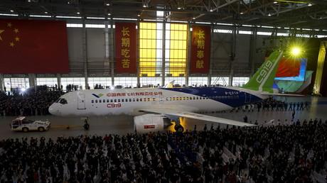 Comac a présenté ce matin son concurrent à Airbus et Boeing