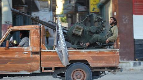 Membre du Front al-Nosra sur un pick-up