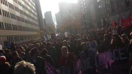 Le rassemblement aurait regroupé entre 2 et 5 000 personnes, selon les sources
