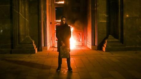 Petr Pavlenskij devant le Service fédéral de sécurité