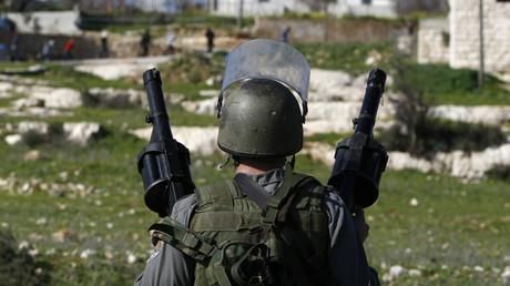Un soldat israélien dans une colonie en Cisjordanie