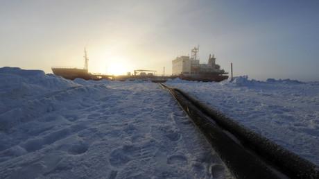 Un brise-glace russe dans l'Arctique