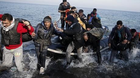 Les réfugiés arrivent par dizaines sur les côtes de Lesbos