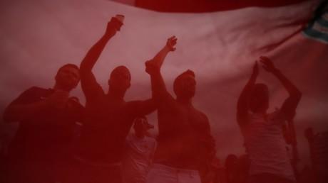 Des supporters chantant la Marseillaise.