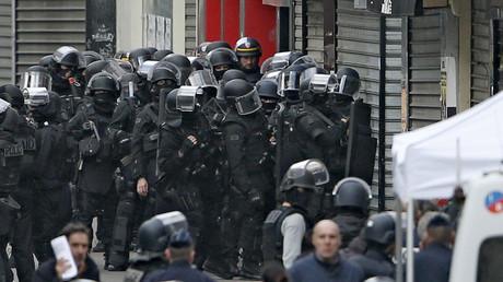 Les hommes du RAID à Saint-Denis