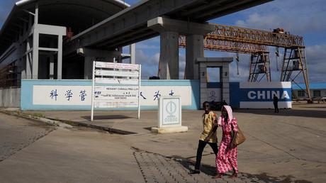 Un arrêt du métro aérien à Lagos, Nigéria