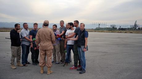 Le copilote du SU-24 interrogé par les journalistes