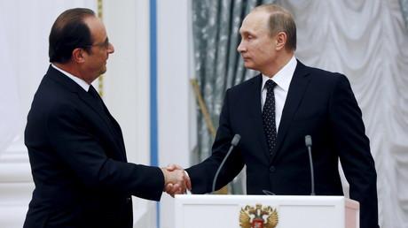 Le président russe Vladimir Poutine avec son homologue français François Hollande