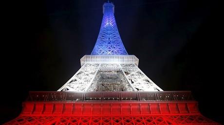 Appel aux selfies bleu blanc rouge : une «récupération politique» des attentats de Paris ?