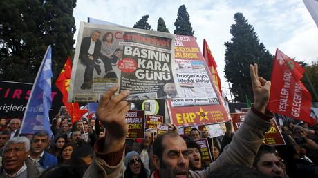 D'importantes manifestations ont eu lieu hier à Istanbul en soutien aux deux journalistes emprisonnés.