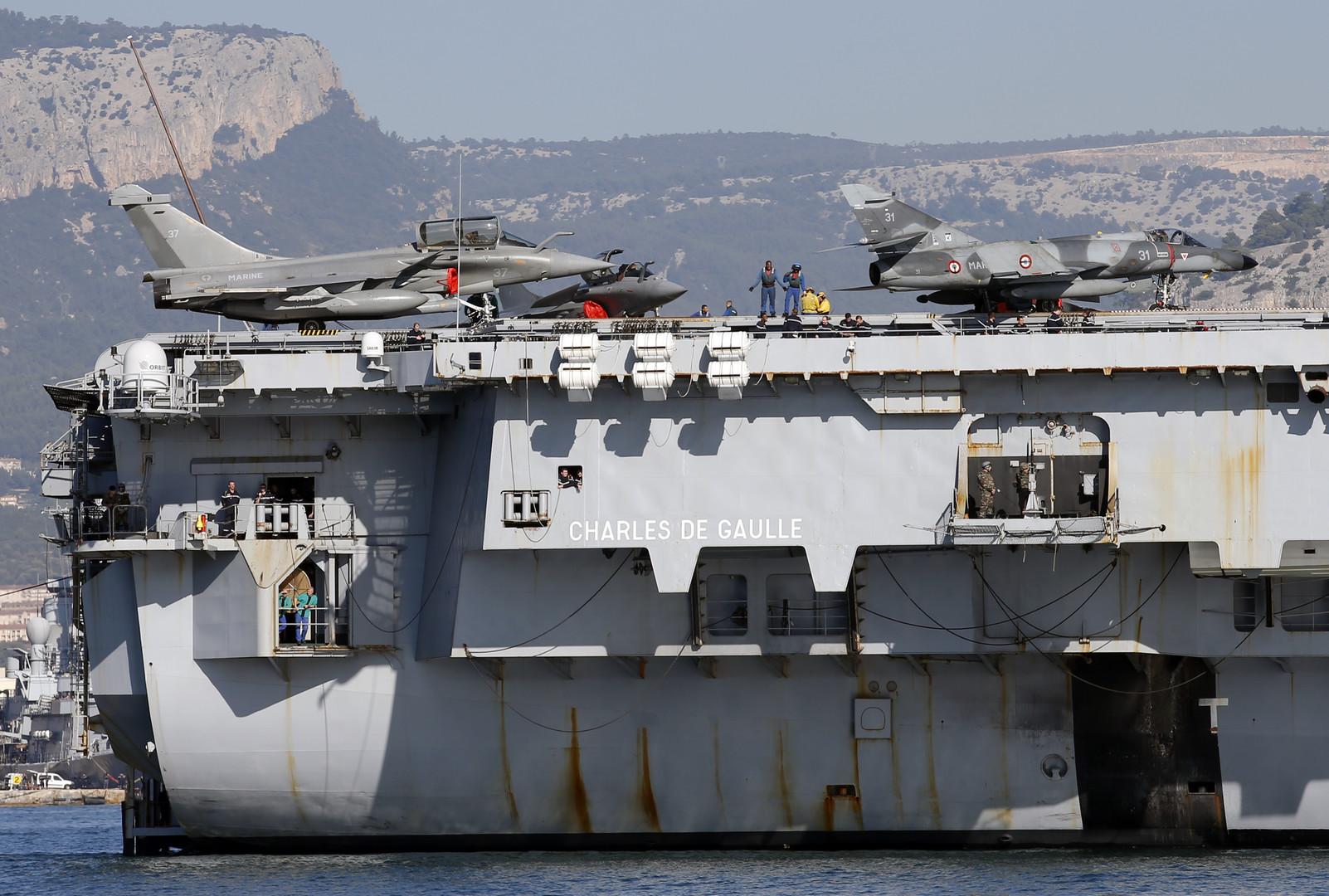Hollande s 39 est rendu sur le porte avions charles de gaulle - Porte avion charles de gaulle actualite ...