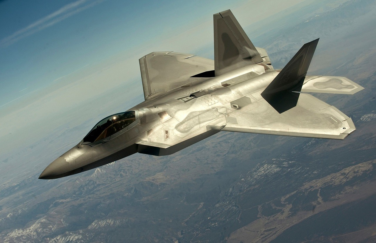 Le vice-président exécutif de Lockheed Martin envisage une augmentation des ventes de l'avion de chasse F-22, nécessaire selon lui à l'armée américaine afin de pouvoir concurrencer l'armée russe sur le terrain (Source: Wikipedia)