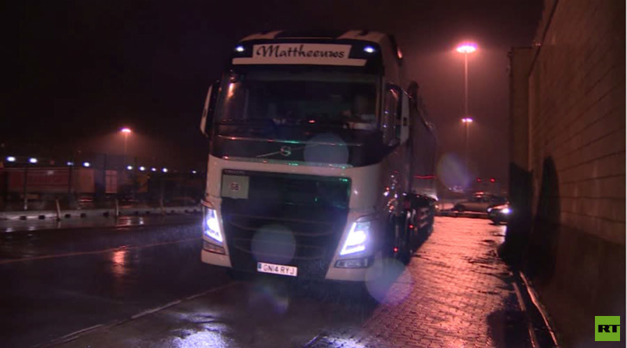 «Une zone de guerre» : à Calais, les camionneurs ont peur pour leur vie face aux réfugiés en colère