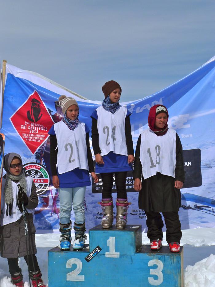 Les gagnantes de l'équipe féminine de l'Afghan Ski Challenge