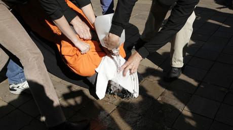La pratique du waterboarding était courante à la CIA selon HRW et un rapport du Sénat américain.